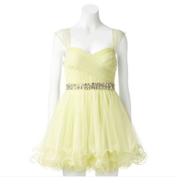 124c74989f2 Beautiful Pastel Yellow Short Homecoming Dress. M 5ab1c62fa6e3ea33418e91a4